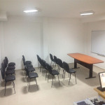 173_Montagem mesa reunião semi oval 2400x1100x750mm