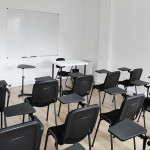 228_Montagem sala de formação cadeiras fixas com palmatória