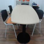 273_Montagem mesa reunião semi-oval 2 bases redondas