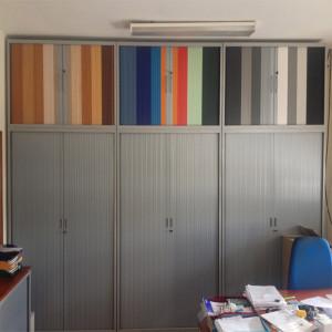 Armário portas correr persiana para ver as cores da persiana