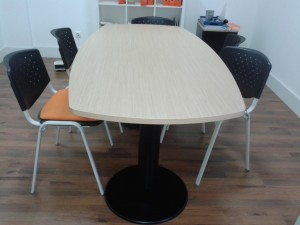 Mesa reunião semi oval melamina maple