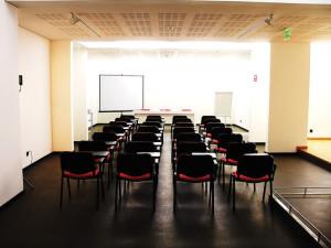 Sala formação cadeira com palamtória