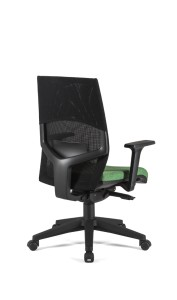 Cadeira Arena, costa média em rede, assento com estofo, mecanismo sincronizado com possibilidade de bloqueio em cinco posições, com regulação da costa em altura BAR.500