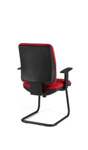 Cadeira Cosmos, costa média, estrutura de patim pintada a preto.