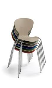 """Cadeira Flash, estrutura em cromado ou pintada a epoxy cinza, casco em PP., Cores disponíveis para o casco: azul, cinza, laranja, verde """"pistachio"""", areia, vermelho, branco e preto BFL.200"""