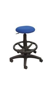 Banco Big Stool com estofo no assento, sistema de elevação simples, apoio de pés em nylon. Opção: Apoio de pés cromado (+€) BMU.205